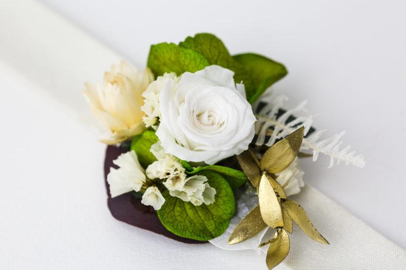 blumenarmband in weiß für die hochzeit, abschlussball oder zum dirndl