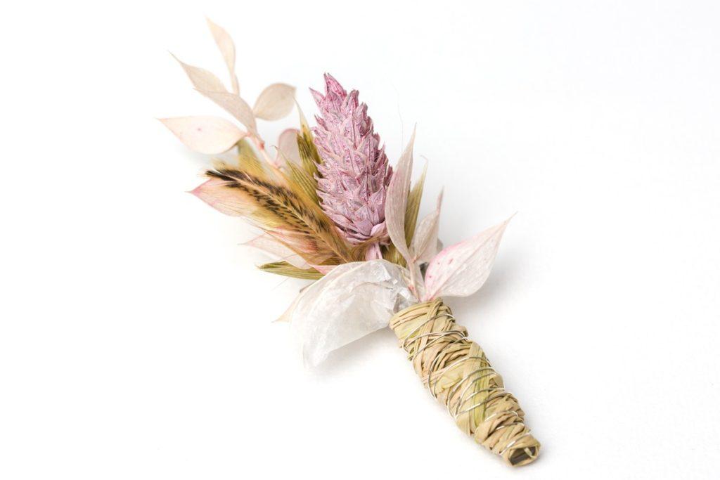 Anstecker für Hochzeit in rosa mit getrockneten Blumenmaterialien, der für lange Zeit hält